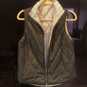 Reversible light quilted vest with side pockets